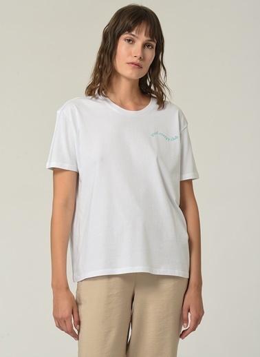 People By Fabrika Kadın Yazı Baskılı Tişört PFKSS21TS0025 Beyaz